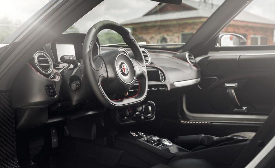 2015 Alfa Romeo 4C - Slide 8