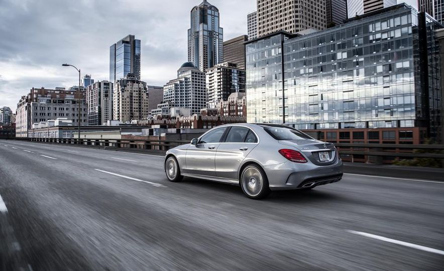 2015 Mercedes-Benz C300 4MATIC - Slide 7