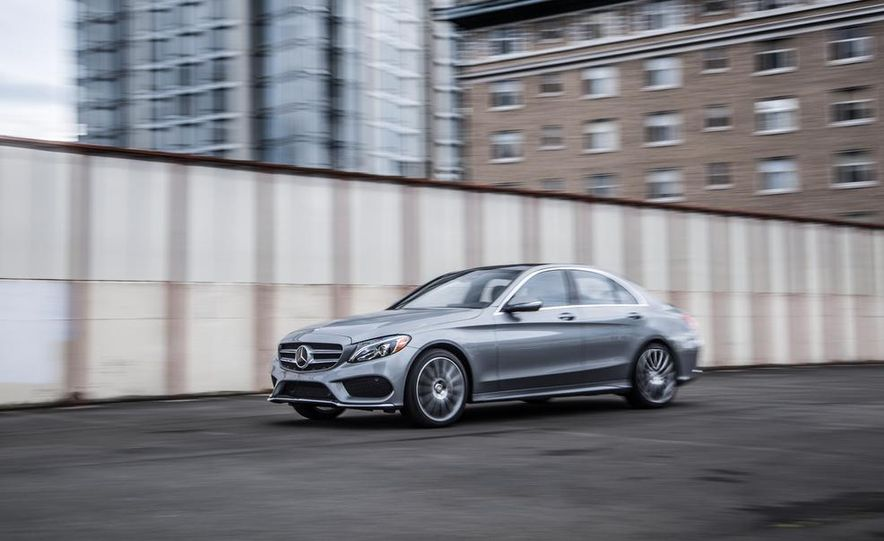 2015 Mercedes-Benz C300 4MATIC - Slide 9