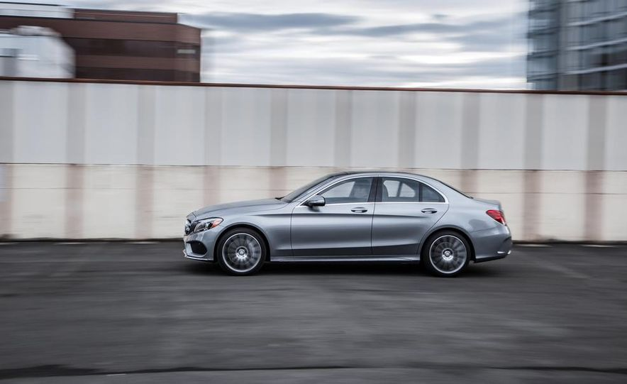 2015 Mercedes-Benz C300 4MATIC - Slide 10