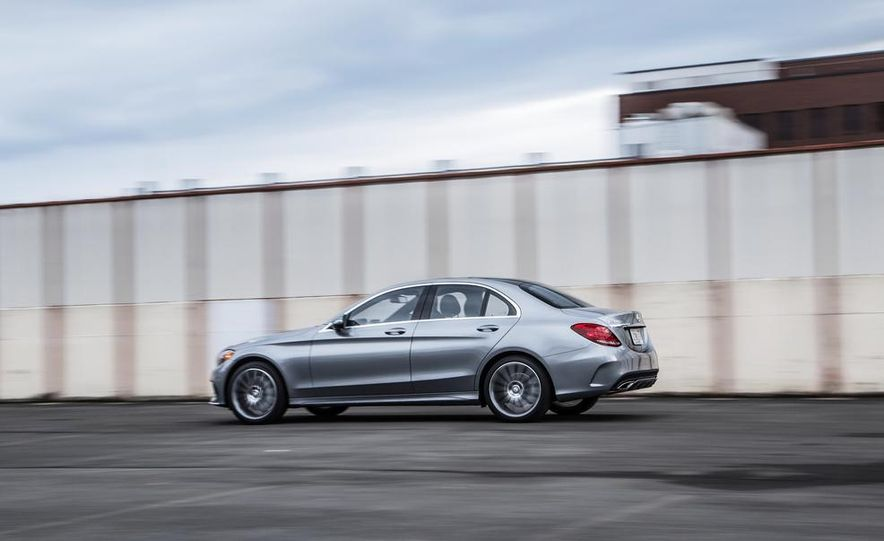 2015 Mercedes-Benz C300 4MATIC - Slide 11