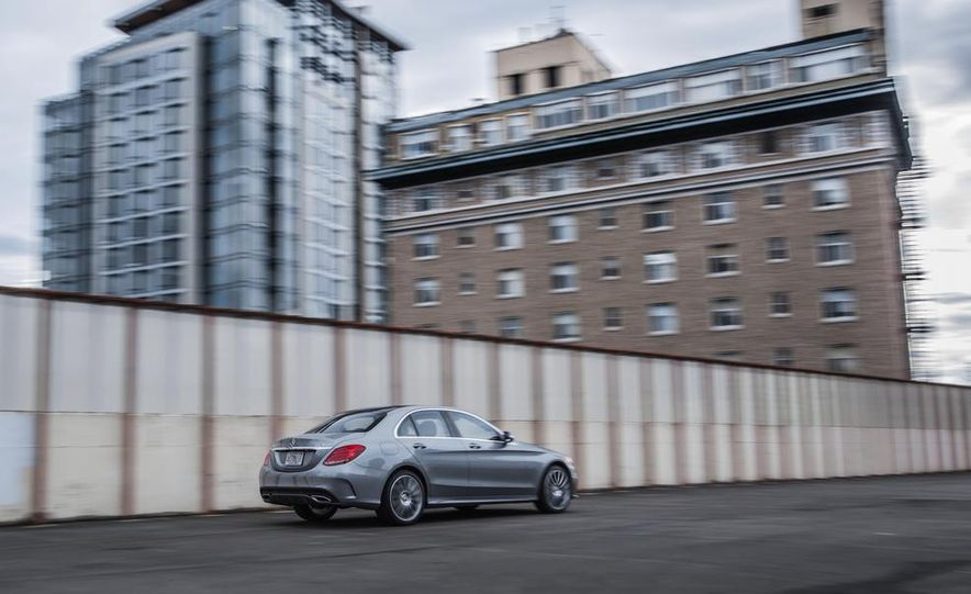 2015 Mercedes-Benz C300 4MATIC - Slide 12