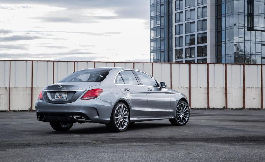 2015 Mercedes-Benz C300 4MATIC - Slide 16