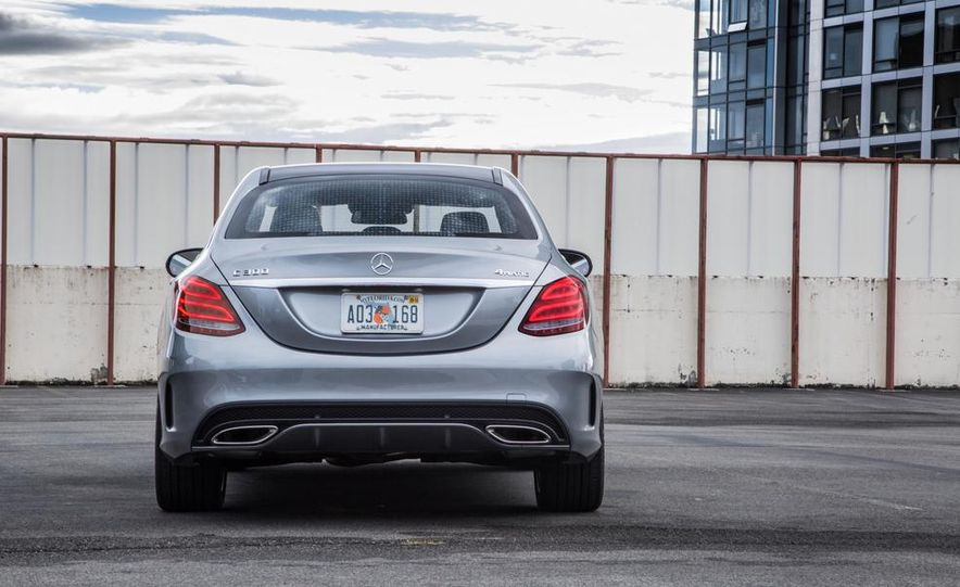 2015 Mercedes-Benz C300 4MATIC - Slide 18