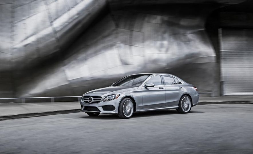 2015 Mercedes-Benz C300 4MATIC - Slide 19