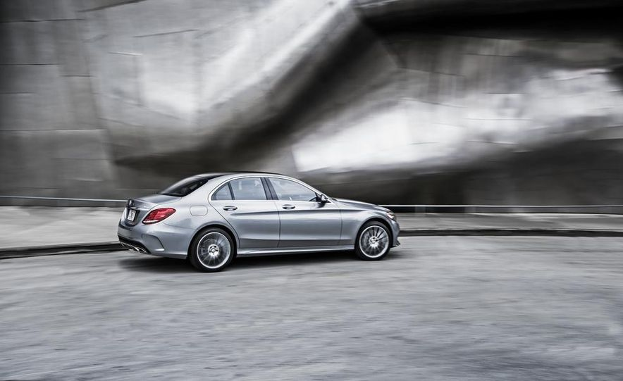 2015 Mercedes-Benz C300 4MATIC - Slide 21