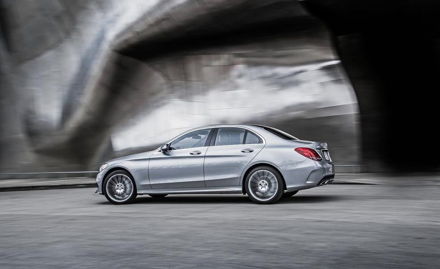 2015 Mercedes-Benz C300 4MATIC - Slide 22