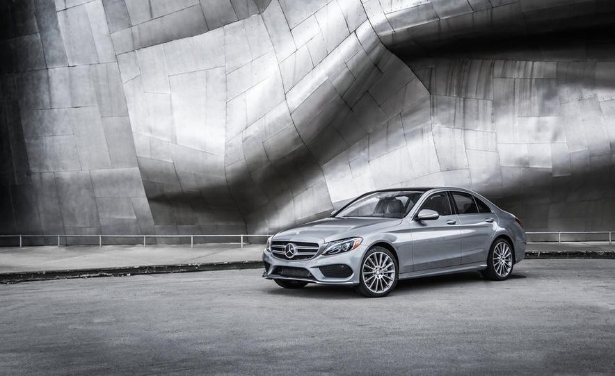 2015 Mercedes-Benz C300 4MATIC - Slide 23