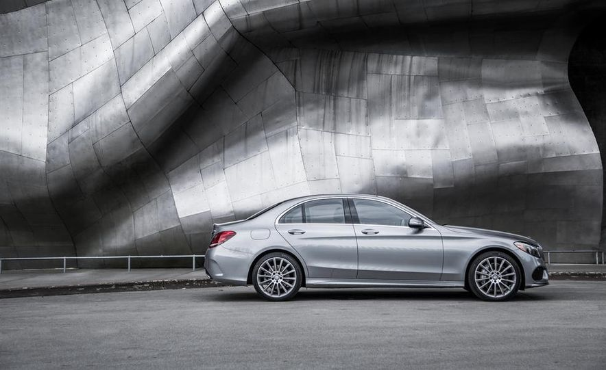 2015 Mercedes-Benz C300 4MATIC - Slide 26