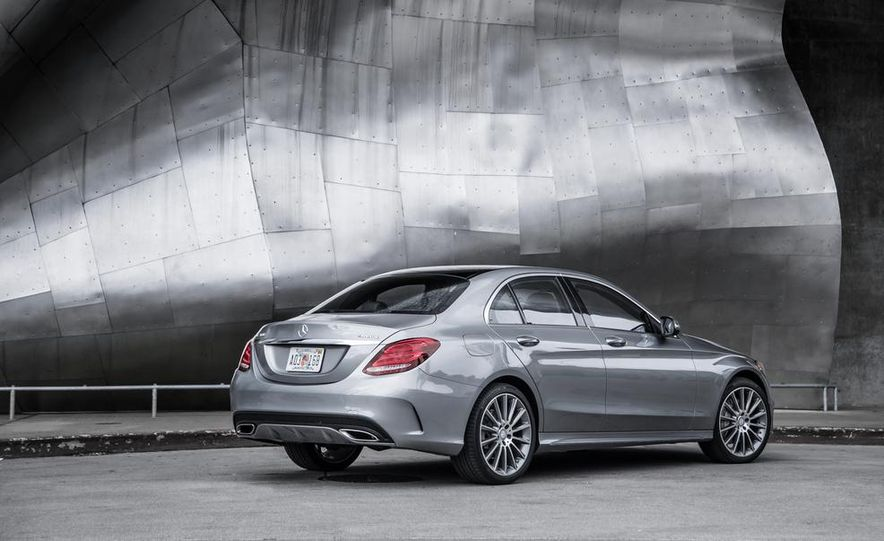 2015 Mercedes-Benz C300 4MATIC - Slide 27