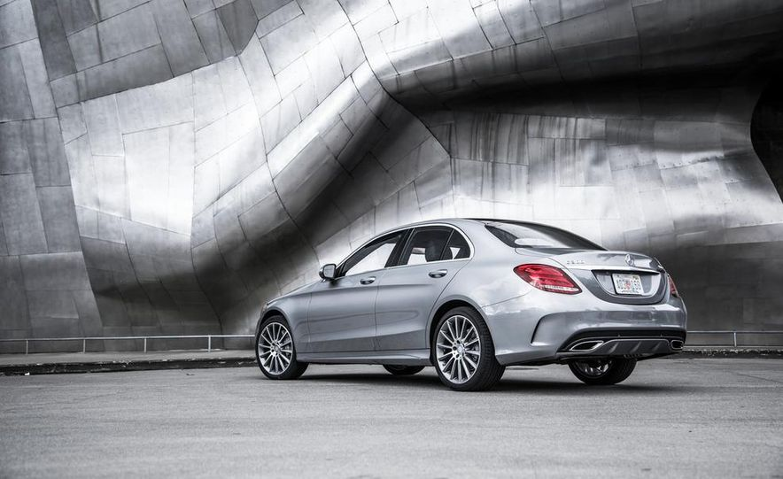 2015 Mercedes-Benz C300 4MATIC - Slide 29