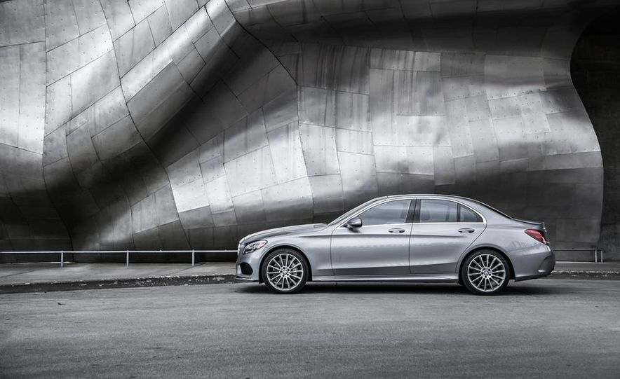 2015 Mercedes-Benz C300 4MATIC - Slide 30