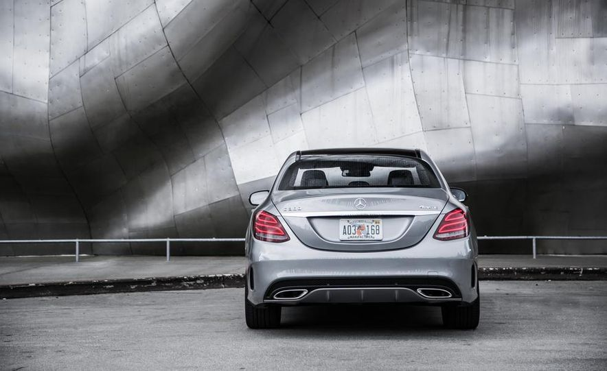 2015 Mercedes-Benz C300 4MATIC - Slide 32