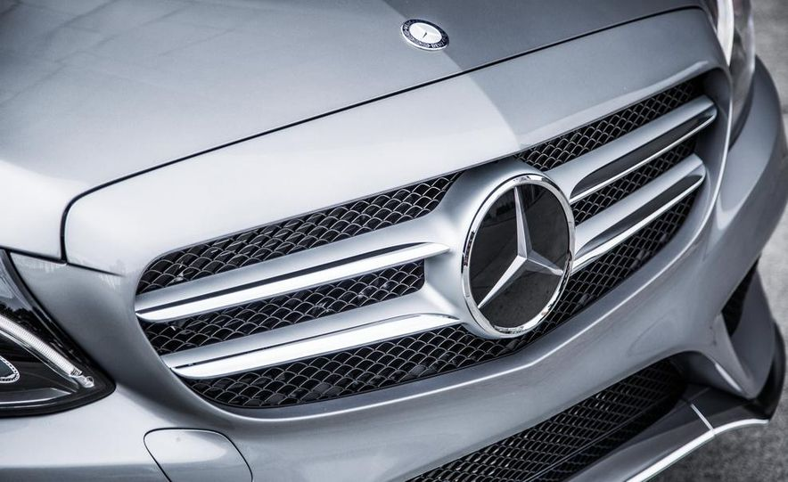 2015 Mercedes-Benz C300 4MATIC - Slide 34