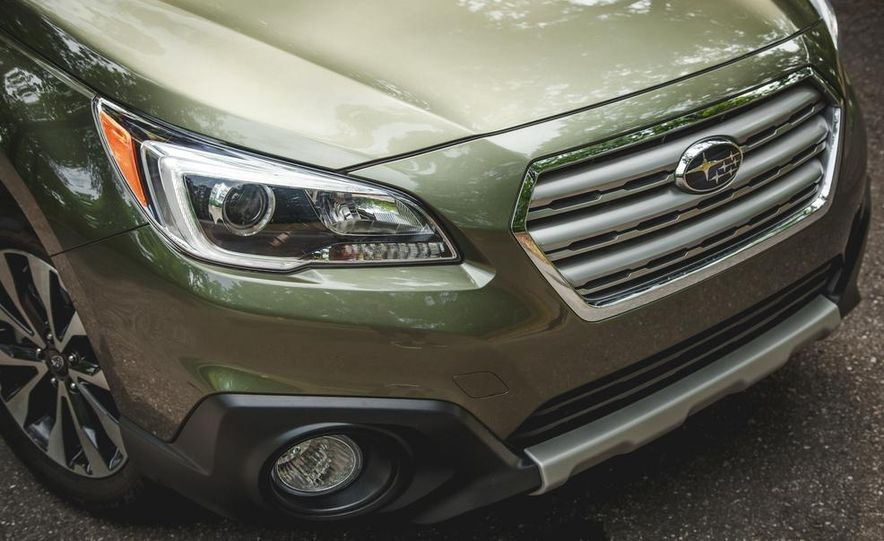 2015 Subaru Outback 3.6R - Slide 14