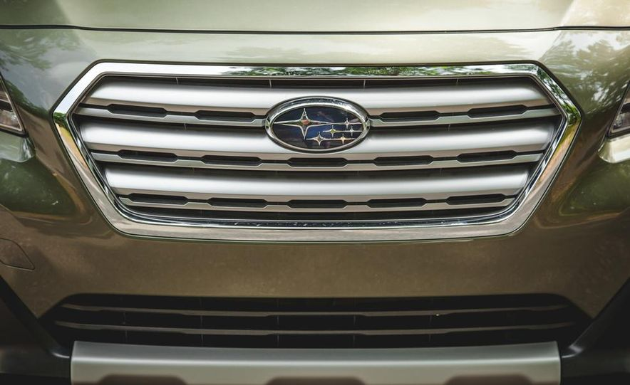 2015 Subaru Outback 3.6R - Slide 16