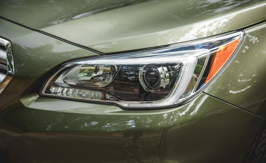 2015 Subaru Outback 3.6R - Slide 17