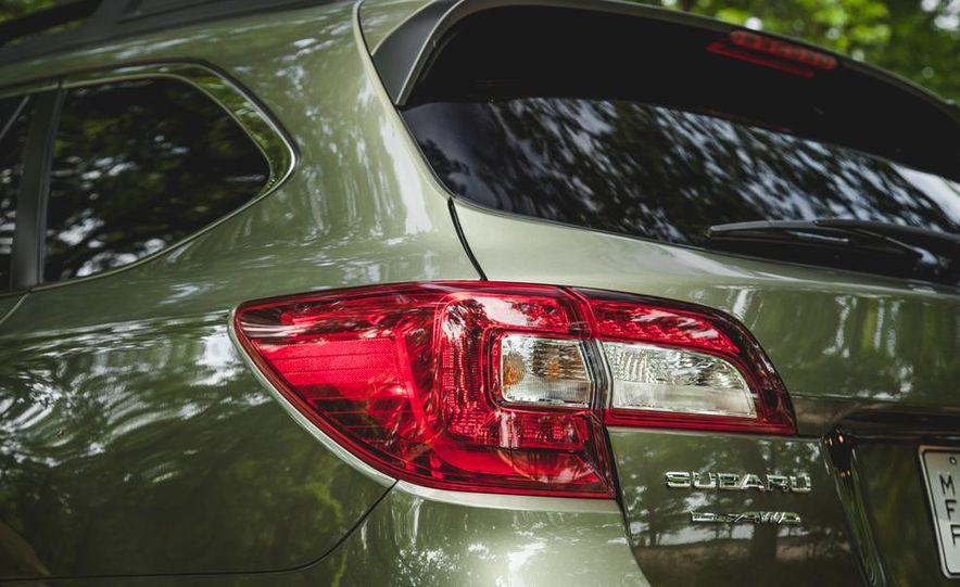 2015 Subaru Outback 3.6R - Slide 22