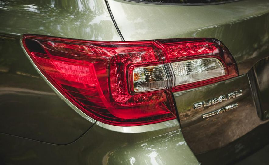 2015 Subaru Outback 3.6R - Slide 23