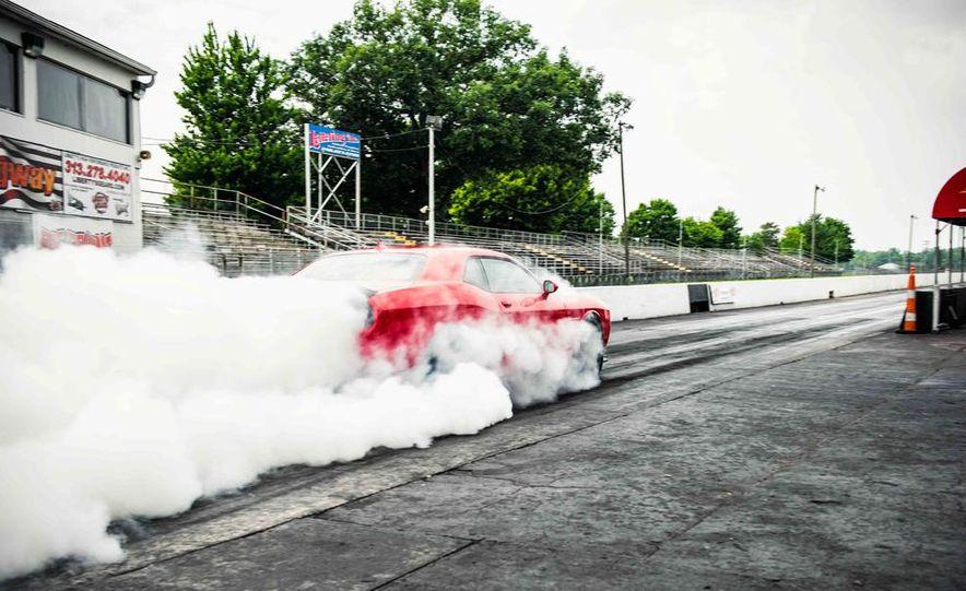 2015 Dodge Challenger SRT Hellcats - Slide 11