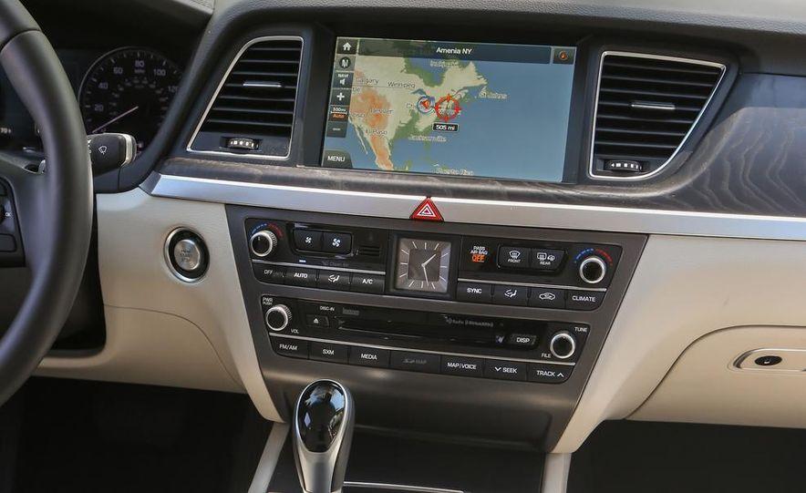 2015 Hyundai Genesis 5.0 sedan - Slide 26
