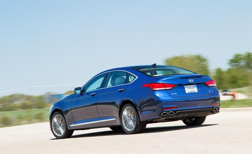 2015 Hyundai Genesis 5.0 sedan - Slide 10