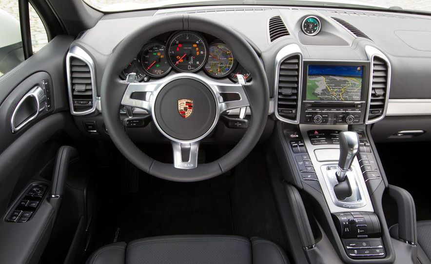 2015 Porsche Cayenne S - Slide 16