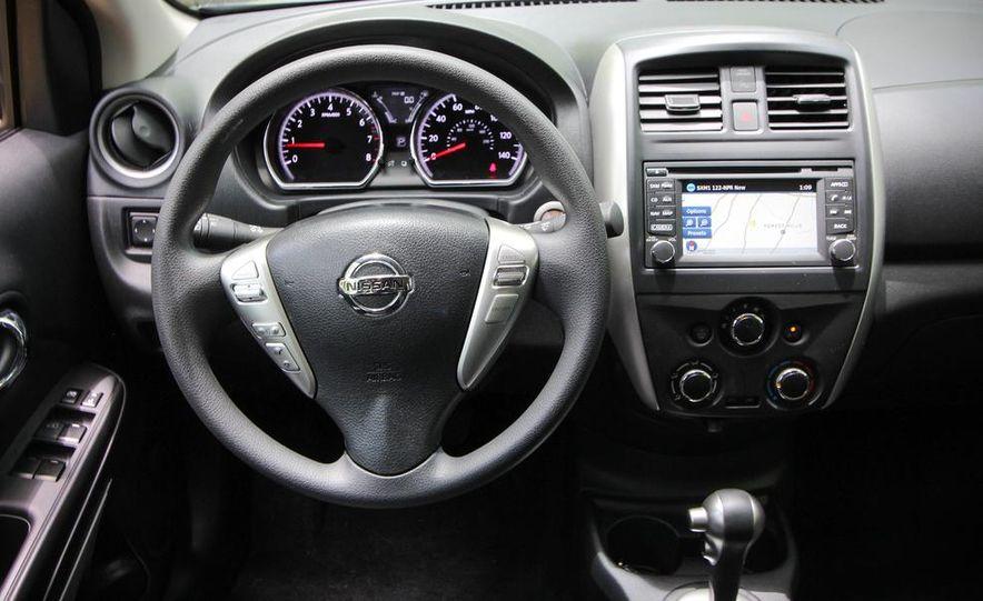 2015 Nissan Versa sedan - Slide 13