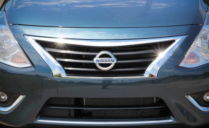 2015 Nissan Versa sedan - Slide 6