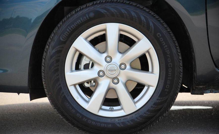 2015 Nissan Versa sedan - Slide 9