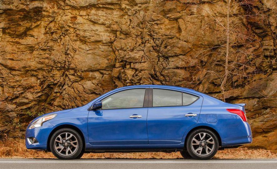 2015 Nissan Versa sedan - Slide 19