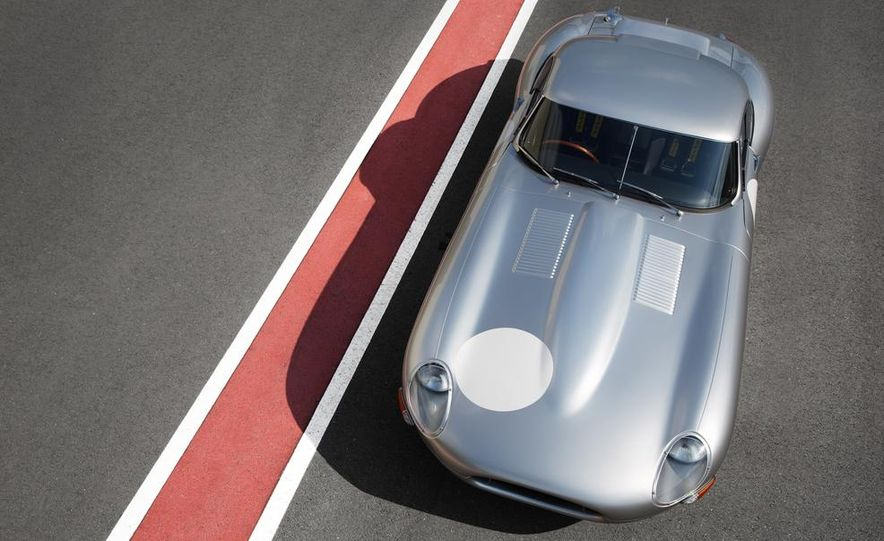 Jaguar Lightweight E-type - Slide 1