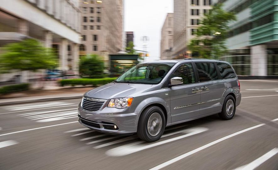 2017 Chrysler Town & Country (spy photo) - Slide 26