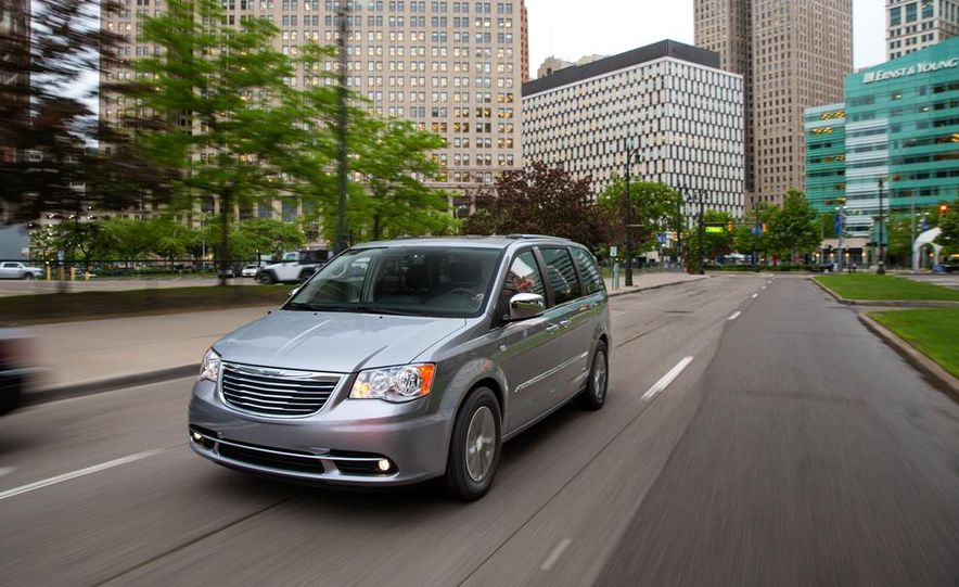 2017 Chrysler Town & Country (spy photo) - Slide 27
