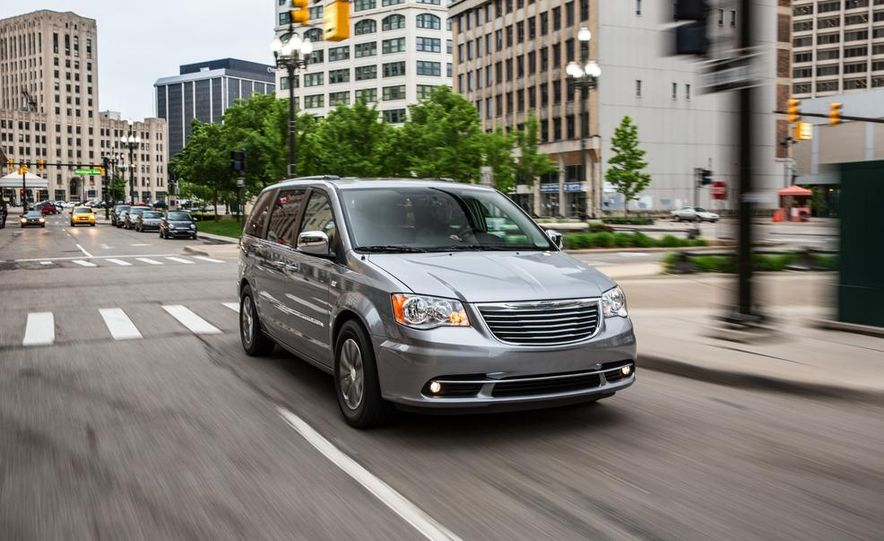 2017 Chrysler Town & Country (spy photo) - Slide 29