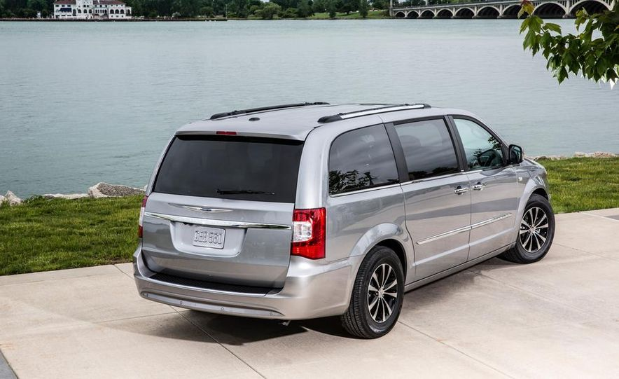 2017 Chrysler Town & Country (spy photo) - Slide 33