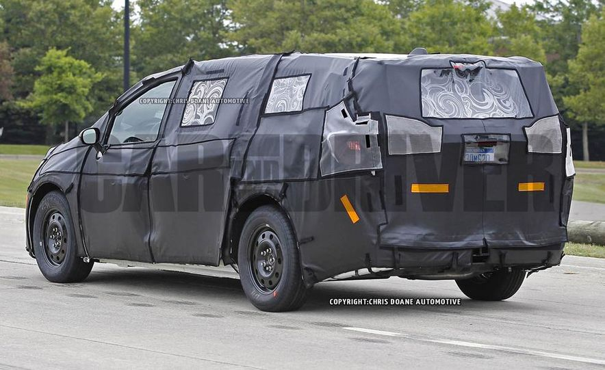 2017 Chrysler Town & Country (spy photo) - Slide 6