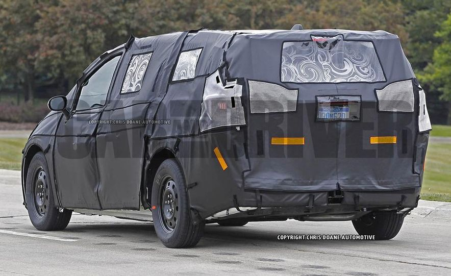 2017 Chrysler Town & Country (spy photo) - Slide 7
