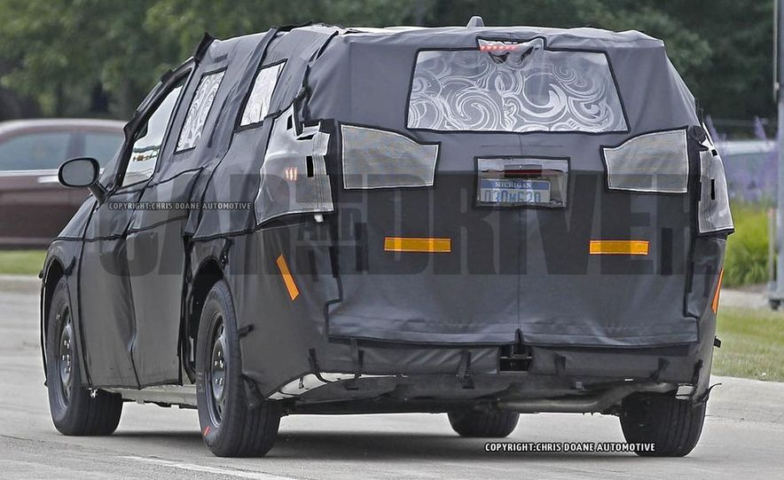 2017 Chrysler Town & Country (spy photo) - Slide 8