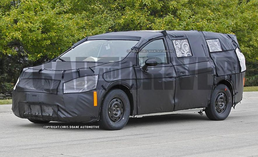 2017 Chrysler Town & Country (spy photo) - Slide 11