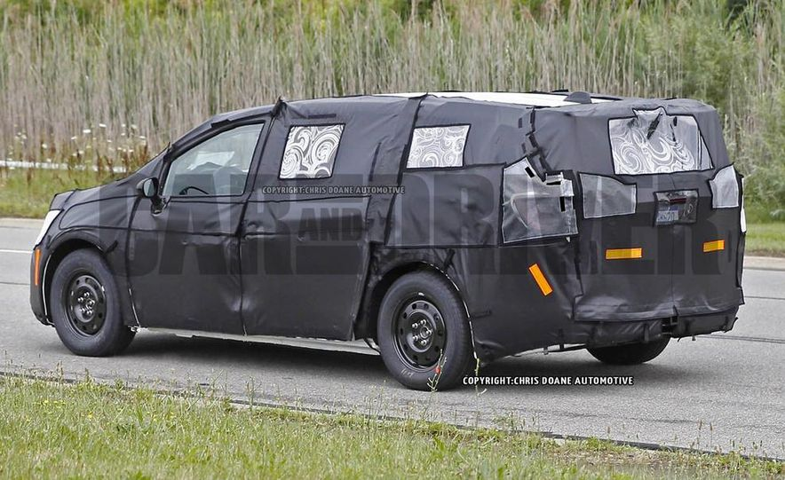2017 Chrysler Town & Country (spy photo) - Slide 12