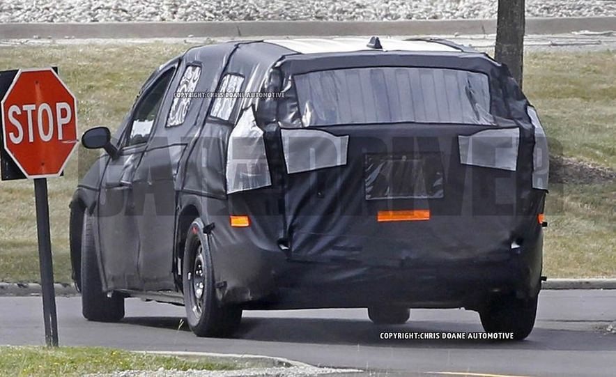 2017 Chrysler Town & Country (spy photo) - Slide 14