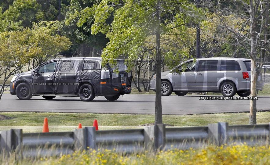 2017 Chrysler Town & Country (spy photo) - Slide 16