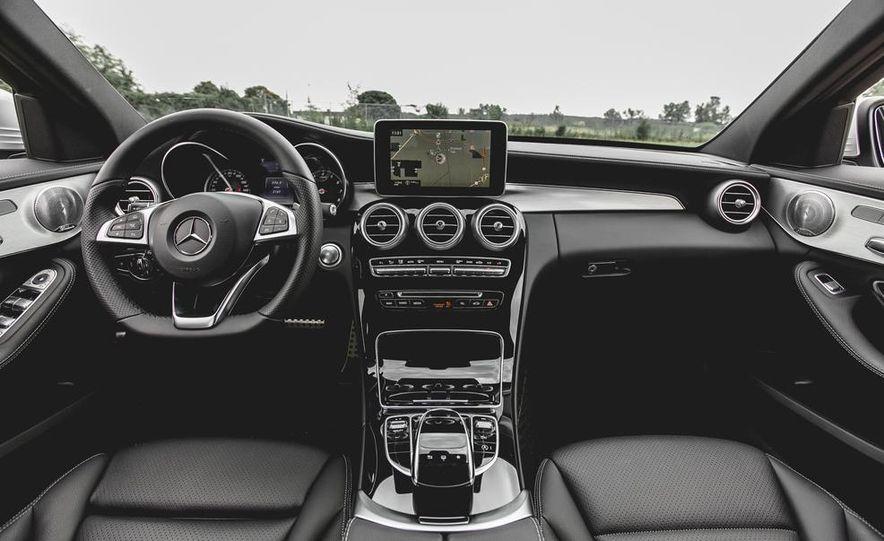 2015 Mercedes-Benz C300 4MATIC - Slide 16