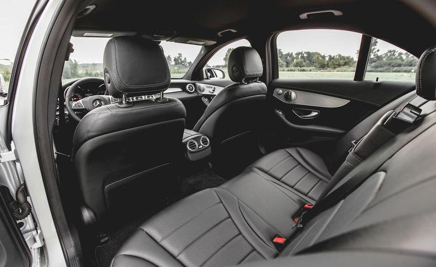 2015 Mercedes-Benz C300 4MATIC - Slide 24