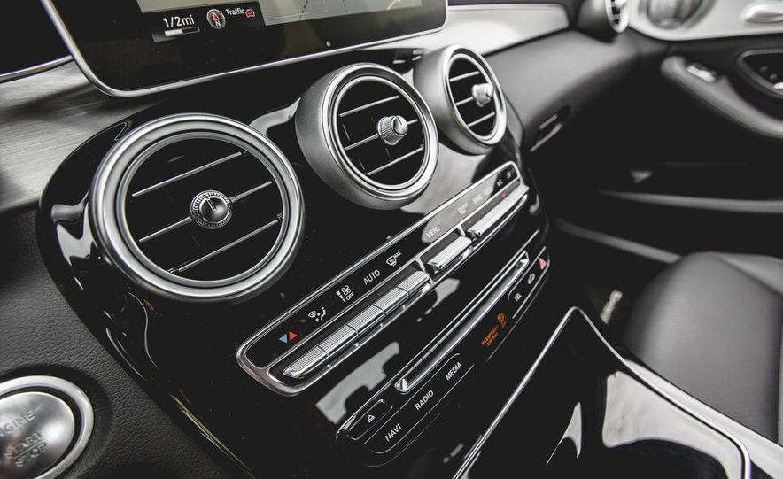 2015 Mercedes-Benz C300 4MATIC - Slide 39