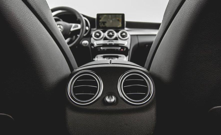 2015 Mercedes-Benz C300 4MATIC - Slide 40