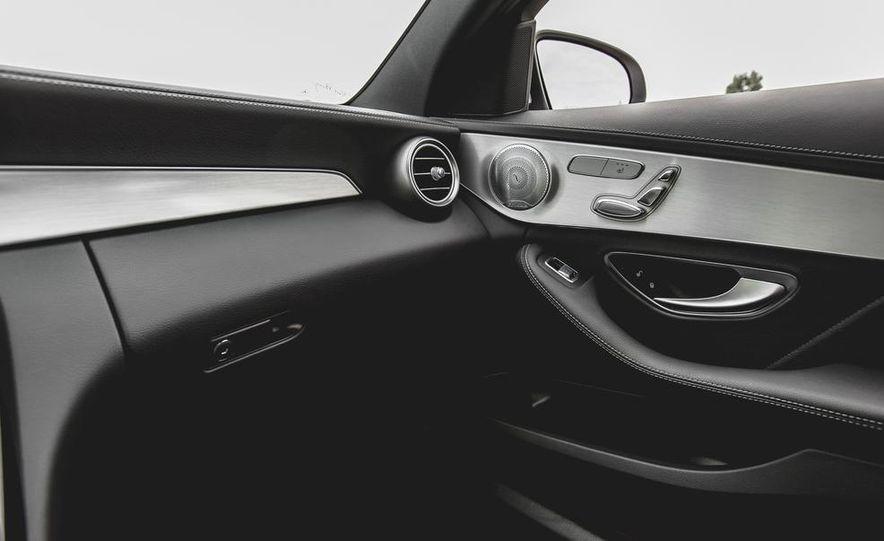 2015 Mercedes-Benz C300 4MATIC - Slide 43