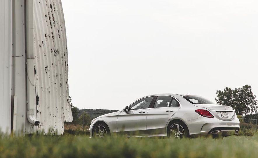 2015 Mercedes-Benz C300 4MATIC - Slide 3