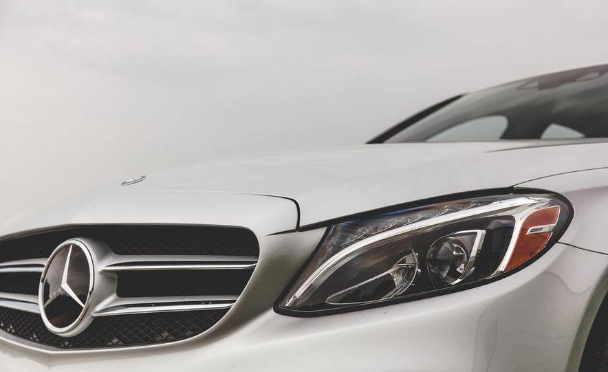 2015 Mercedes-Benz C300 4MATIC - Slide 6